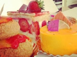 Un fraisier, une religieuse revisitée et un gâteau exotique